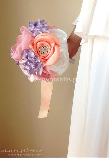 Bouquet de rosas e liláses