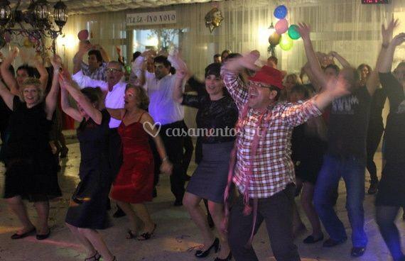 Todos dançando