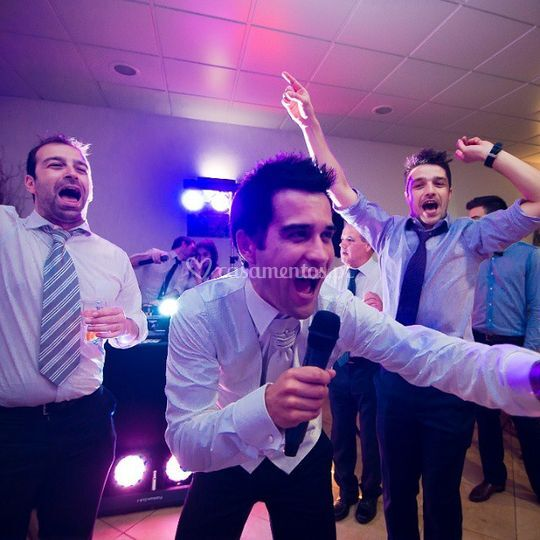 Karaoke dísponível