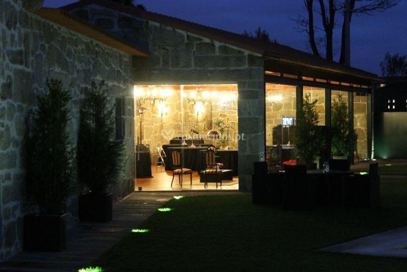 Salão pedra/vidro