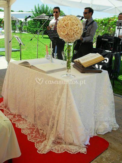 Mesa para cerimónia civil