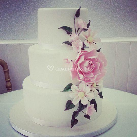 Bolo casamento com flores