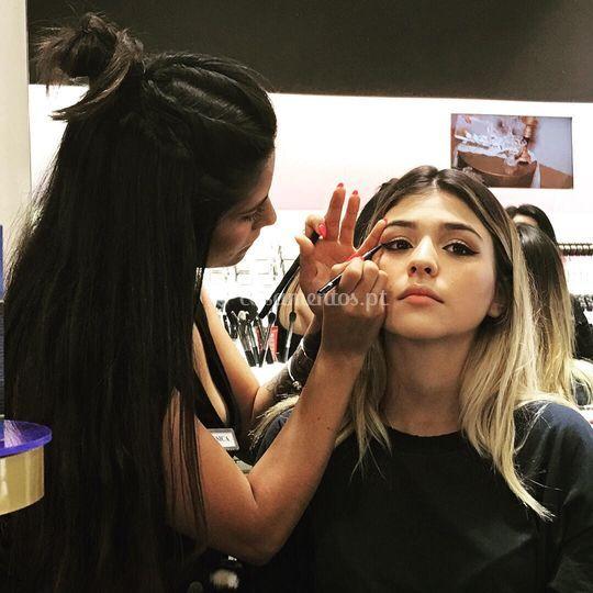 A maquilhar Barbara Bandeira