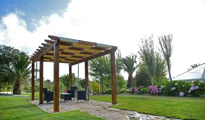 Jardim exterior/pérgola