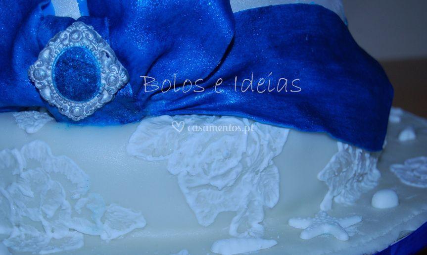 Bolo laço azul