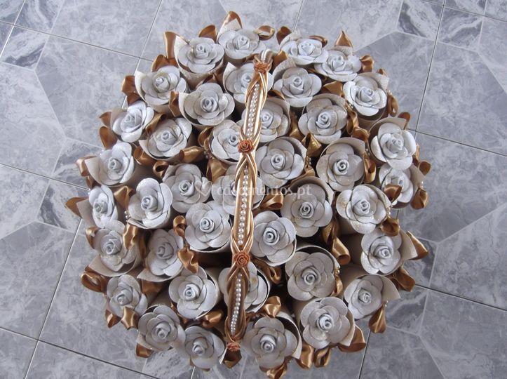 Cesto de flores +cones