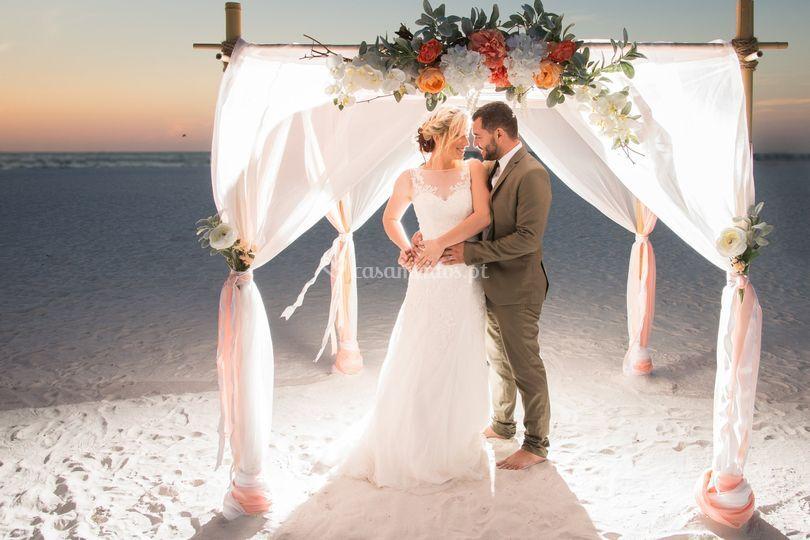 Foto casal boda na praia