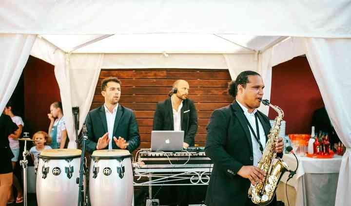 Live sax, percussion and dj