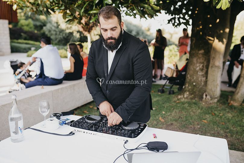 Dj outside