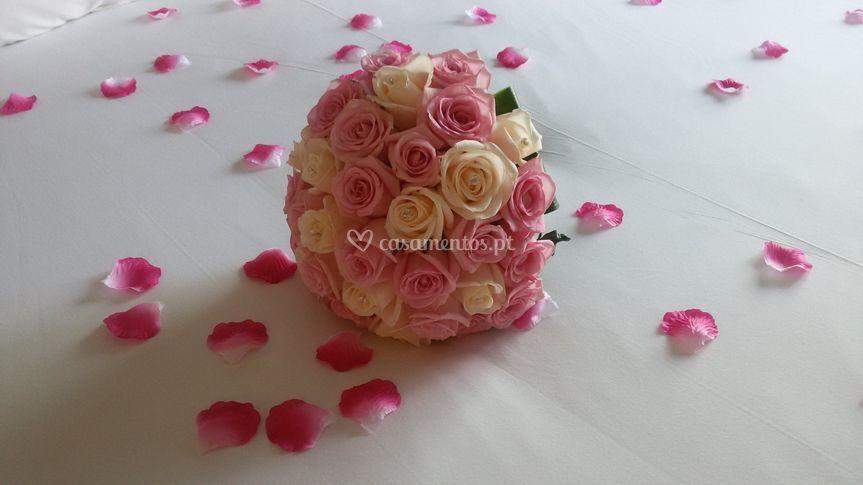 Bouquet de noiva com rosas