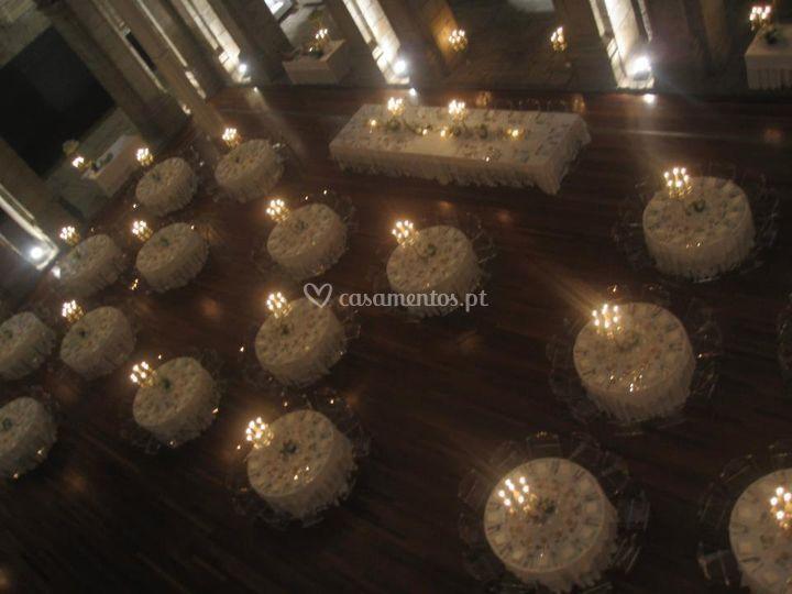 Mesas com candelabros