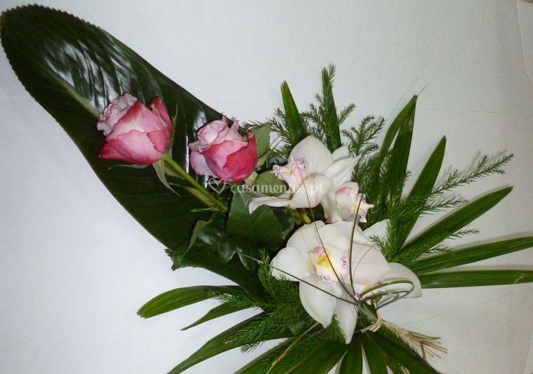 Orquídeas e rosas