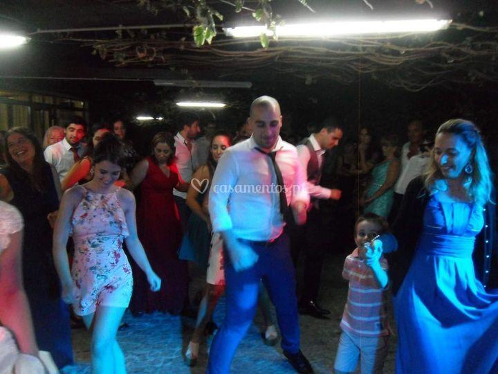 Animação de convidados e noivos