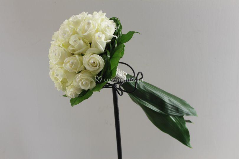 Bouquet de noiva rosas blancas