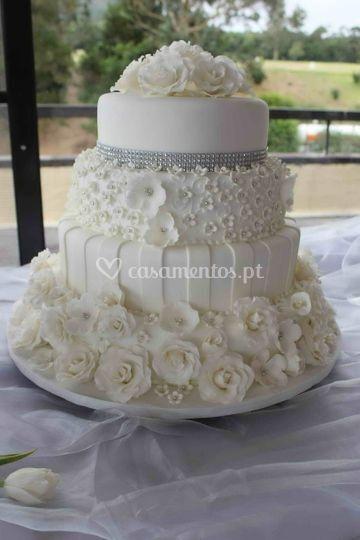 Bolo casamento-  Rosas brancas