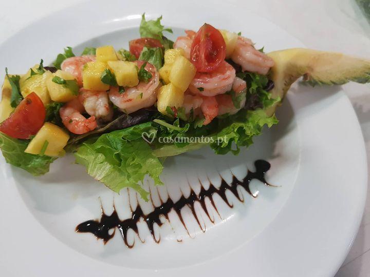 Saladinha de ananás com gambas