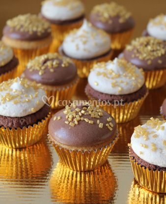 Mini cupcakes golden