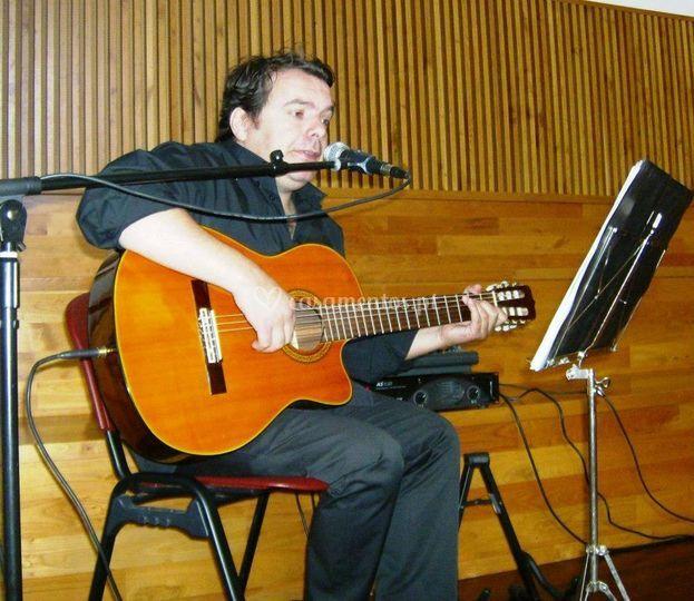Hugo Souto - Voz e Guitarra