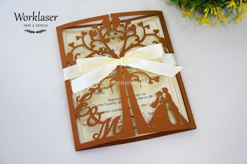 Convite árvore castanho