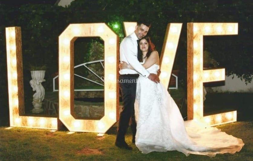 Letras iluminadas LOVE