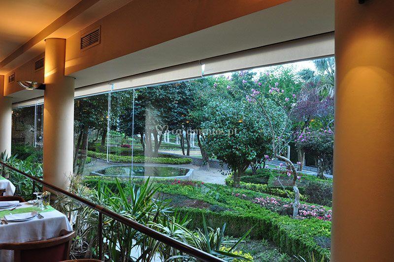 Vista da sala para jardim de Quinta da Boucinha