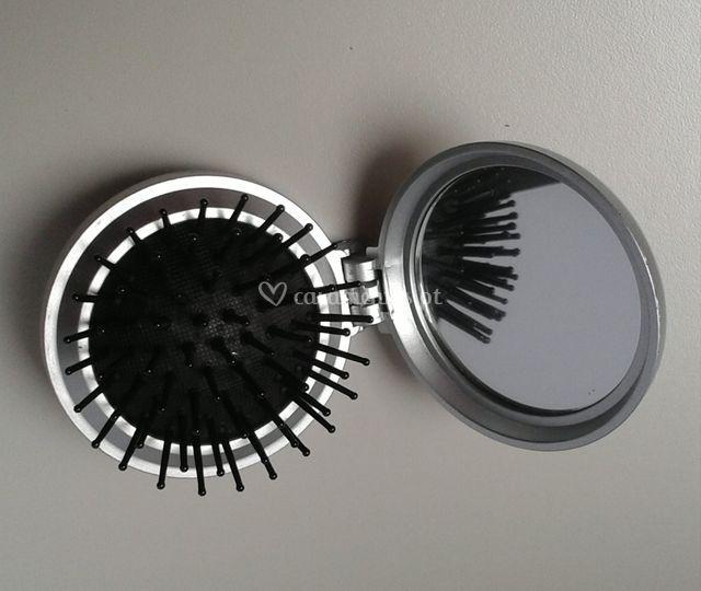 Escova de carteira com espelho