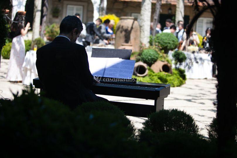 Piano digital no exterior