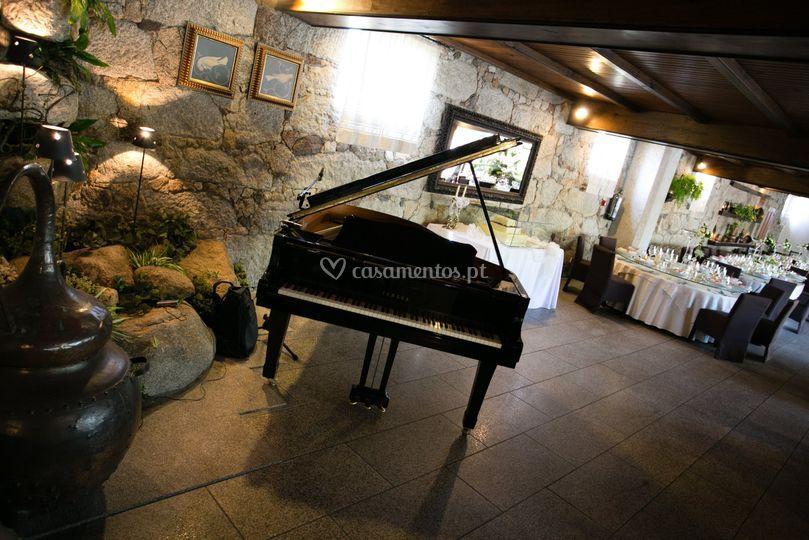 Instalação de piano de Cauda