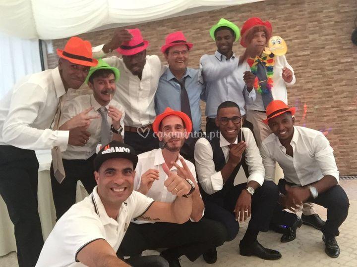Grupo bem divertido casamento