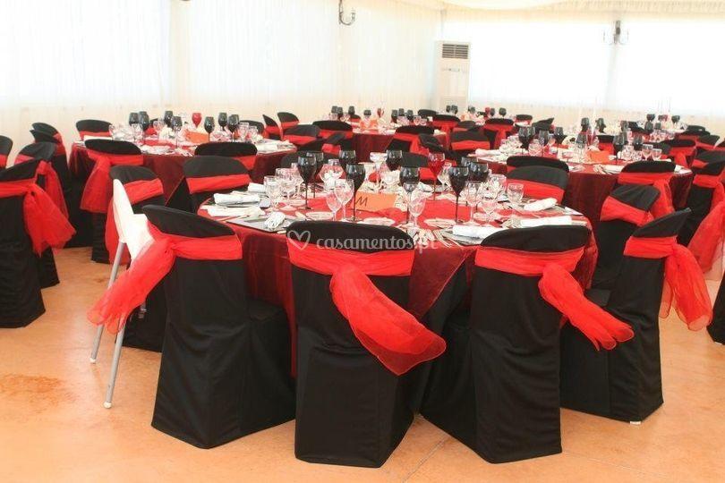 Sala  vermelha e preta