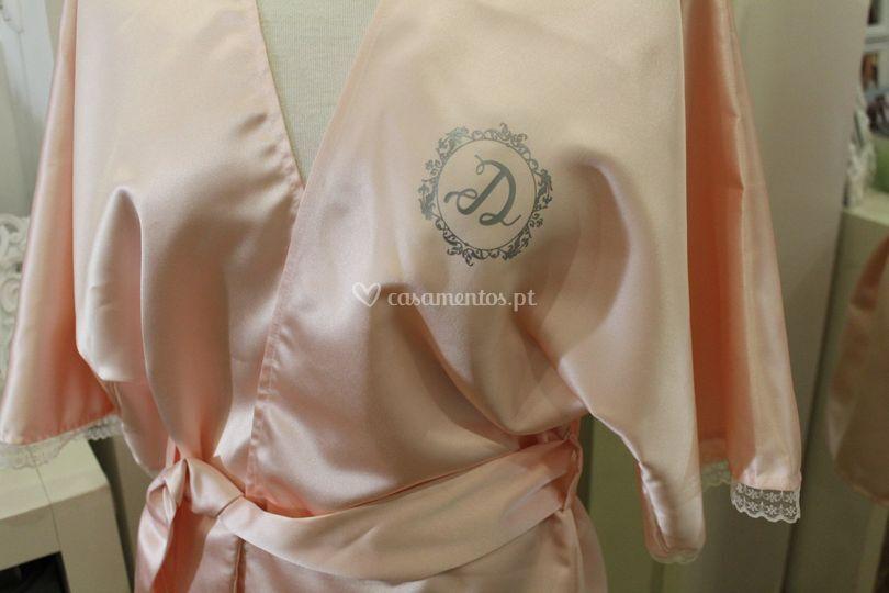 Robe com inicial estampada