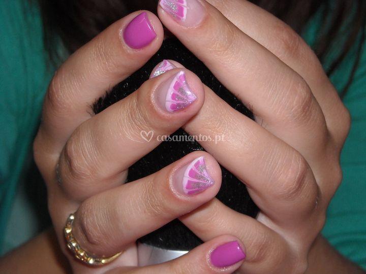 Unhas lilás