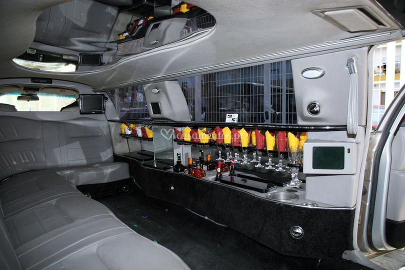 Vip limousines lincoln silver