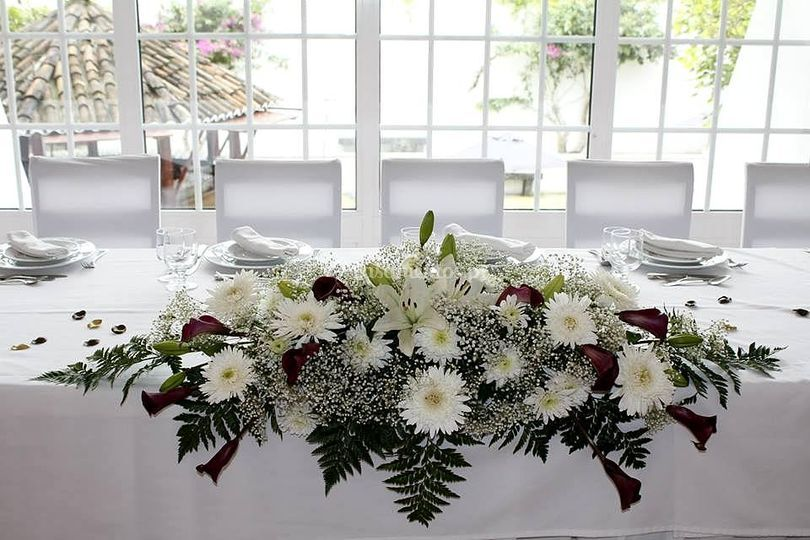 Arranjo floral mesa noivos