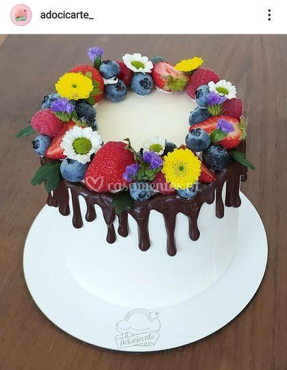 Bolo coroa de flores e frutas