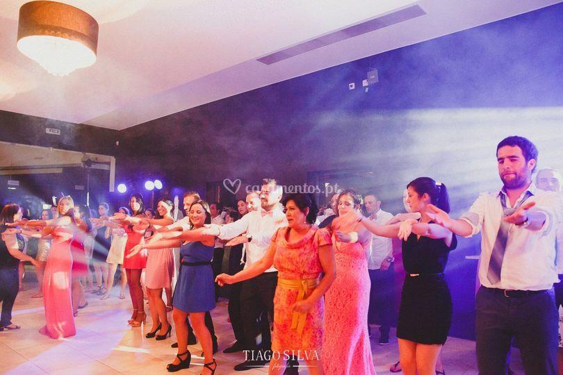 Baile com dj e dança