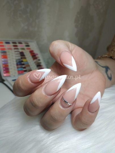 Nail art noiva