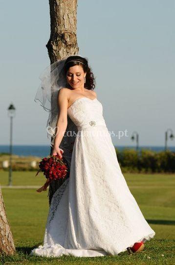 Noiva real com o modelo de renda