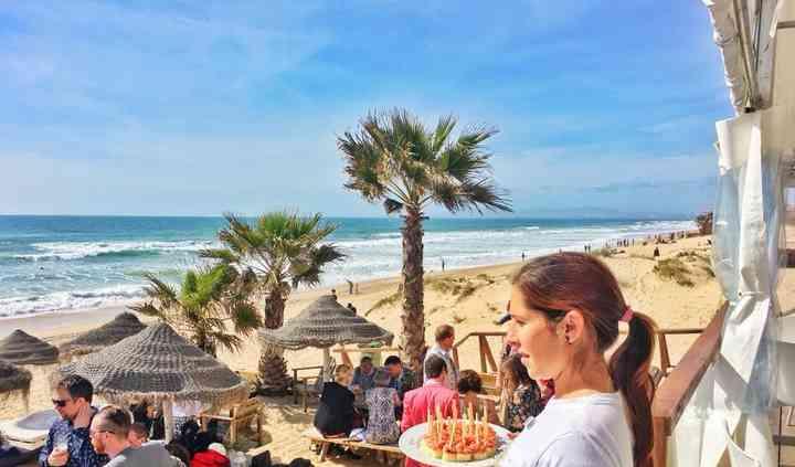 Cocktail com pé na areia