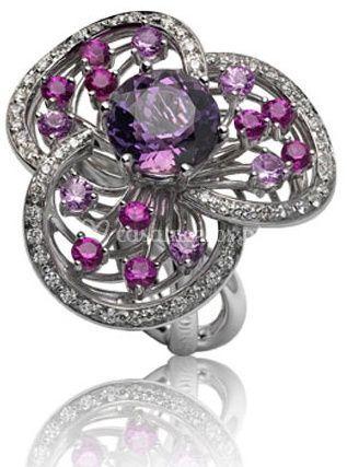 Anel em Flor com detalhes em lilás