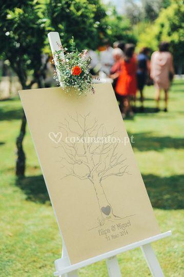 Acartonados e decoração floral