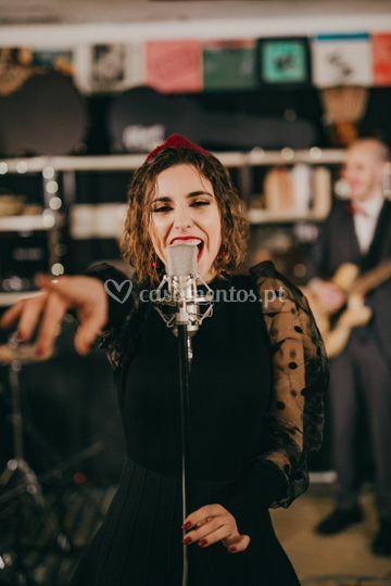 Helena Mendes - Voz
