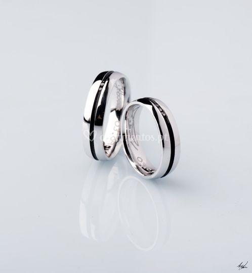Diamantes brancos e negros
