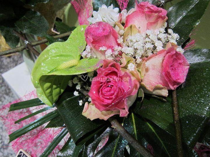 Ramo rosas com estrutura