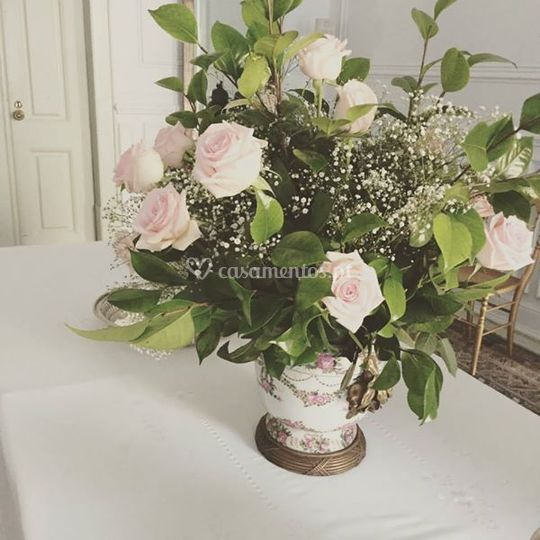 Flores arranjanjadas por nós