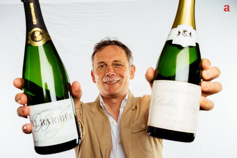 Feliz com champanhe