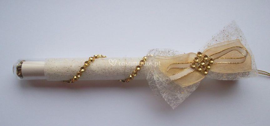 Convite dourado tubo