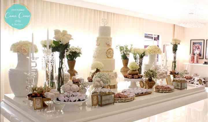 Mesa de bolo e doces finos