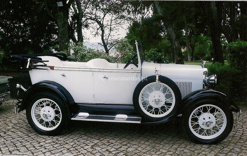 Ford A 1928 branco e preto