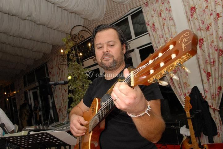 Acácio Gomes em guitarra